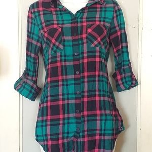Teal & Pink 3/4 sleeve button up top, sz M